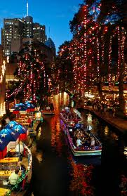 RiverWalk-Christmas, cr-travelmuse.com