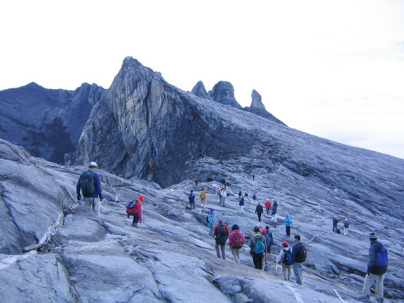 climbing-mount-kinabalu,cr-dynamicvacation.com -
