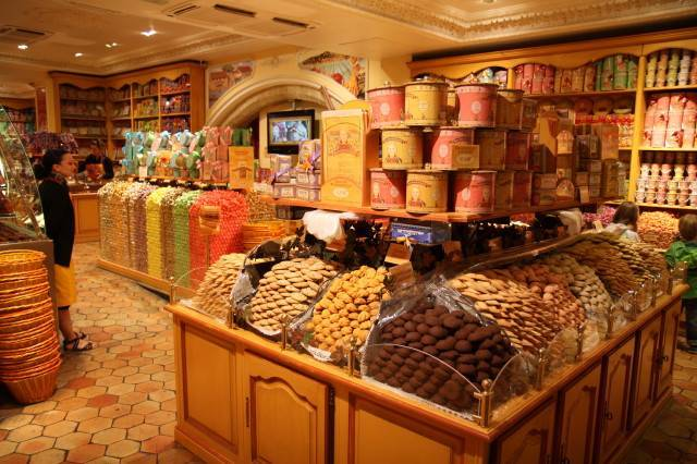 A crafty sweetshop in Pezenas - Gail Parker