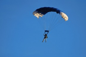 Know the Risks and Procedures Before Skydiving