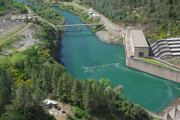 Shasta Dam,Cr- Smarttravelinfo.com